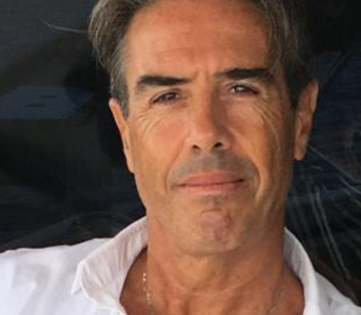 Pagine di Rari Nantes Cagliari sfogliate dal presidente Marco Isola
