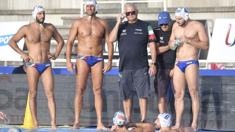 https://www.nuotosardegna.it/wp-content/uploads/2021/06/Sandro-Campagna-circondato-da-alcuni-giocatori-Foto-di-Andrea-Staccioli-DBM-Inside.jpg